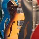 Chitarra, tutte le tipologie e i gadget necessari per suonare la tua musica preferita